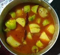 Potato pointed guard curry with prawn(chingri diye alu potoler tarkari)
