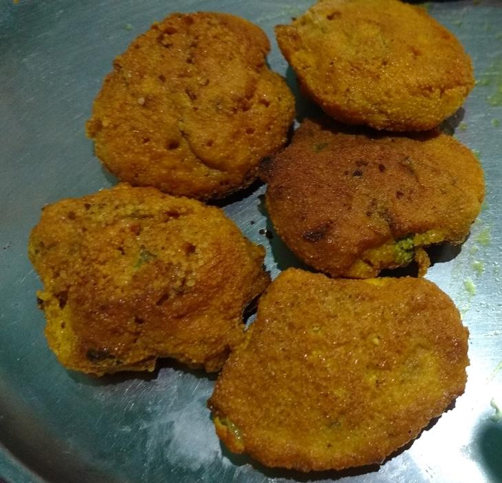 Macheer dimer borar tok(fish roe fritters curry)